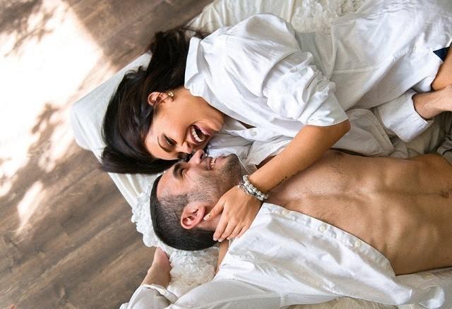 Отдых и секс неразлучны в жизни развращенной бабы и радуют ее